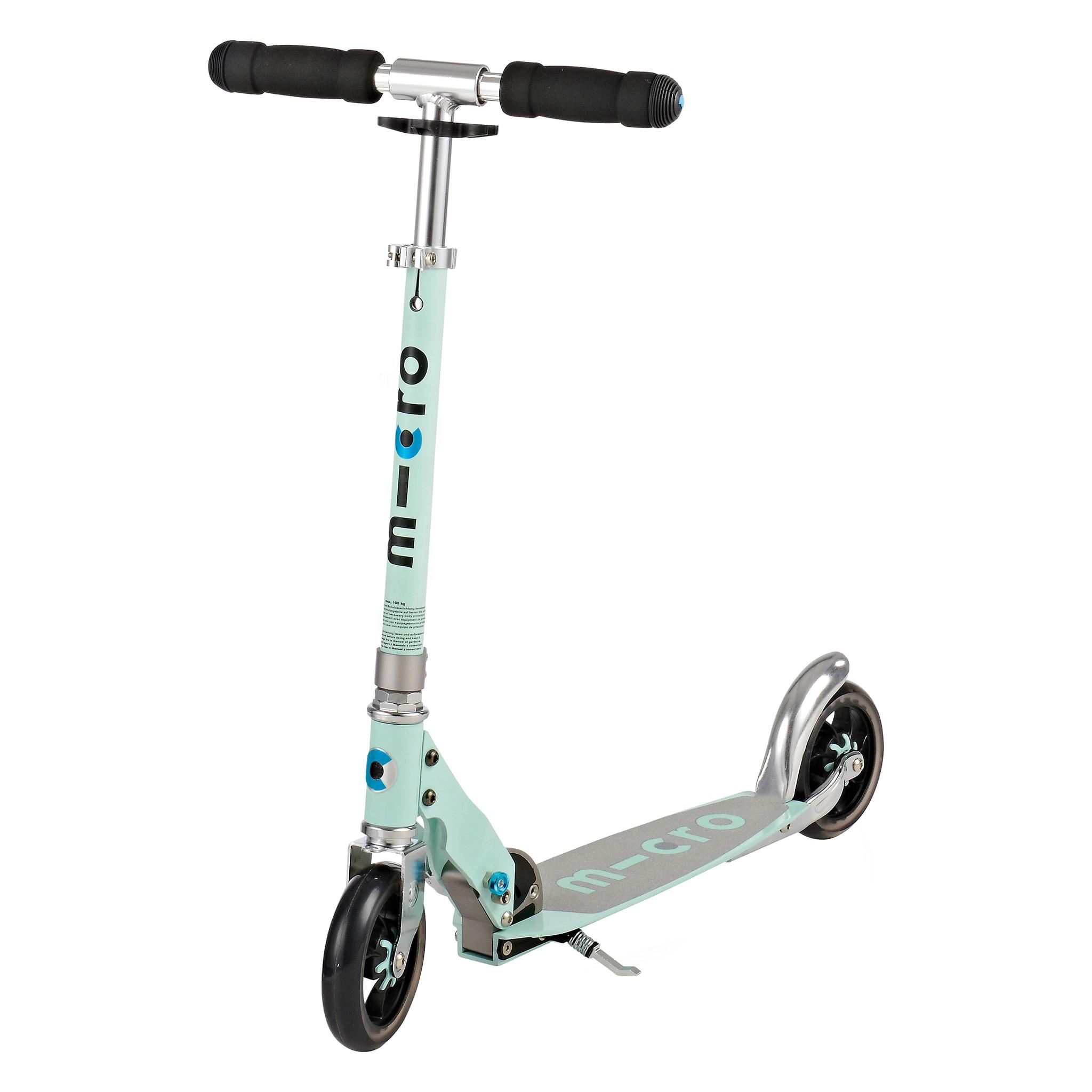 Store hjul og innebygd demping gjør sparkesykkelen svært rask og effektiv