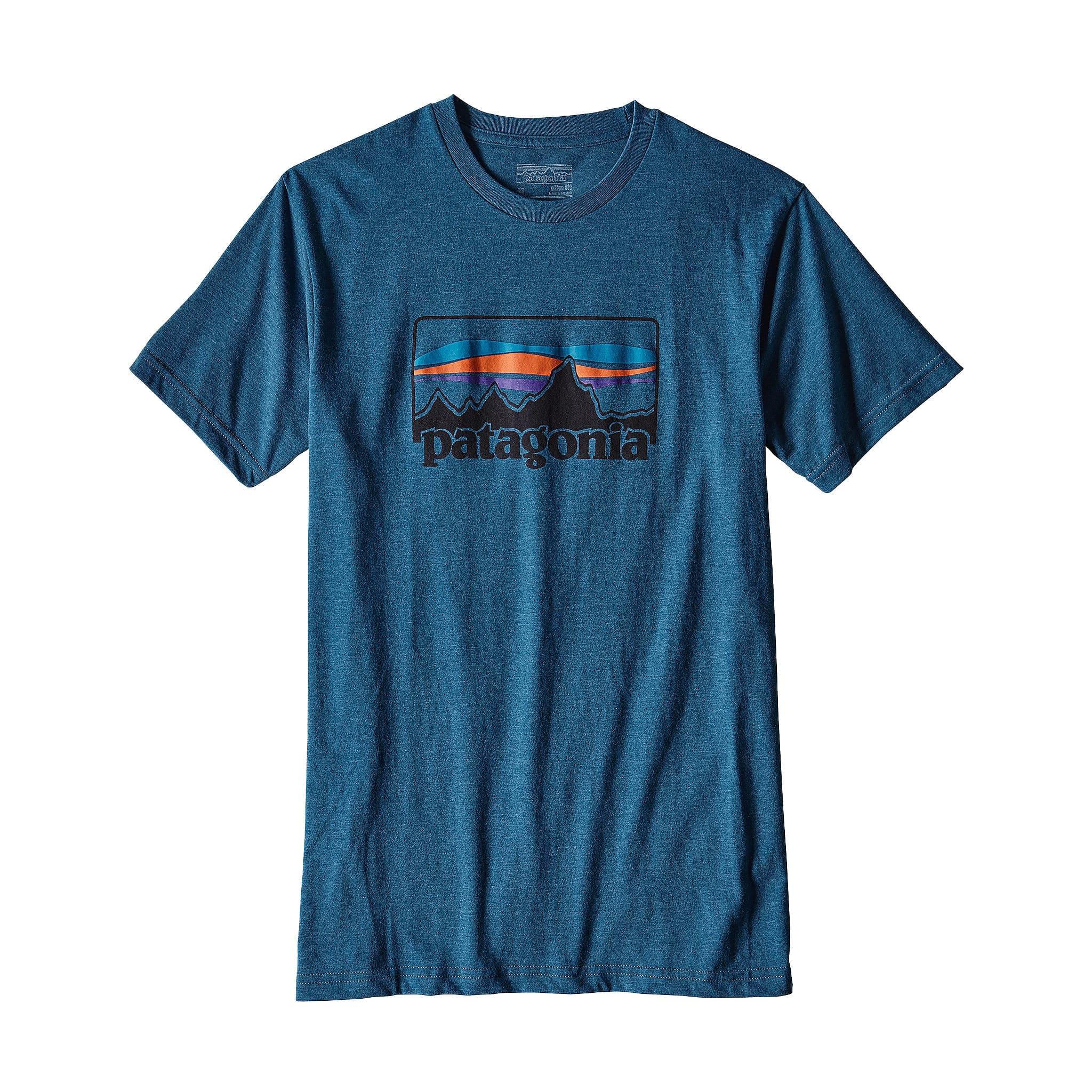 Tynn og lett t-skjorte laget av organisk bomull og resirkulert polyester